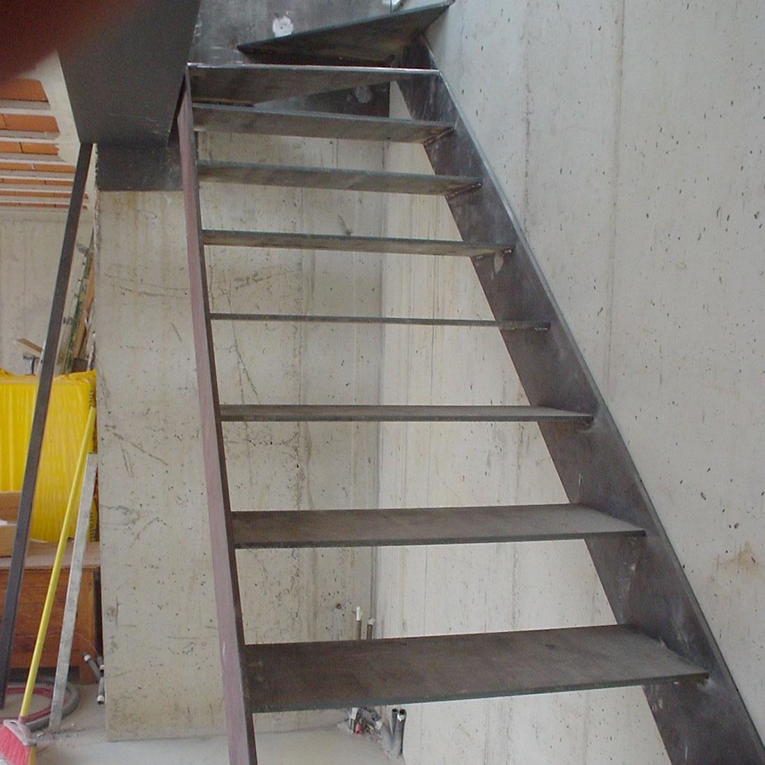 gadget-fugrup-escalera-casa-gris-metal_01