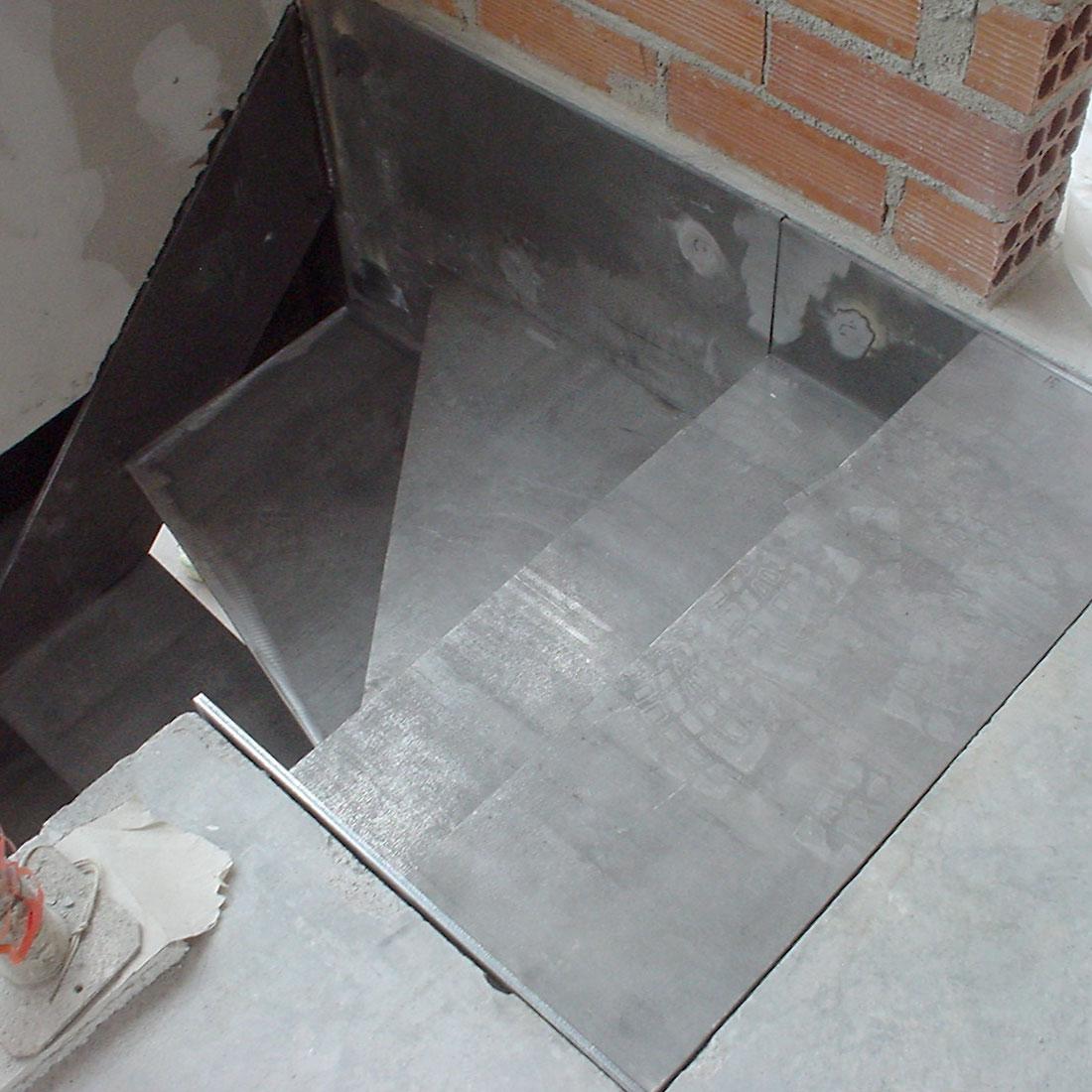 gadget-fugrup-escalera-casa-gris-metal_02