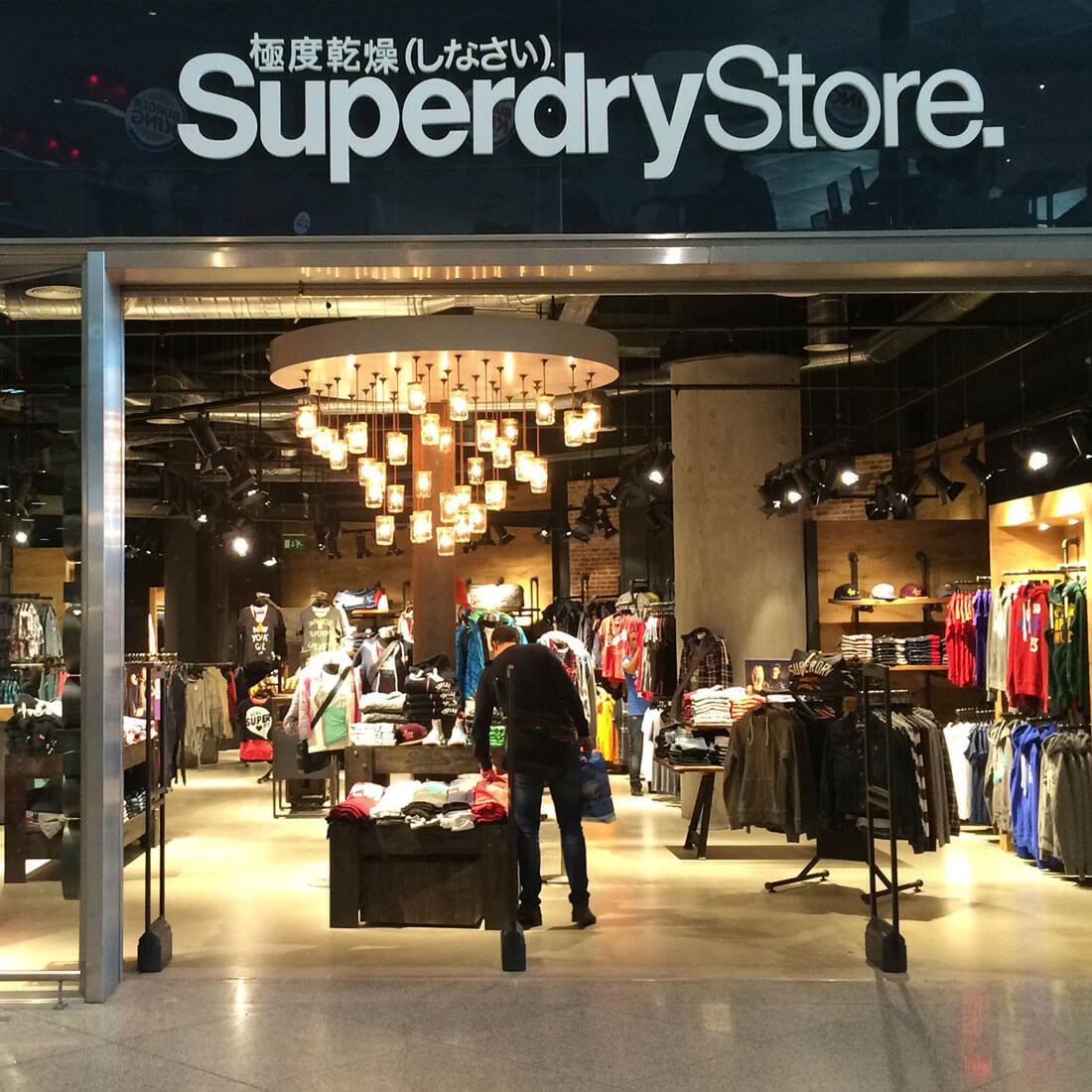 Fugrup-superdry-tienda-diseño de interiores para una tienda de ropa