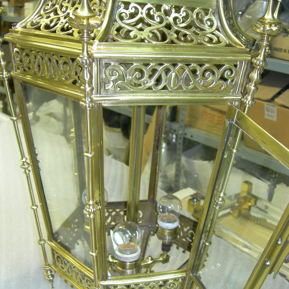 lámpara vintage dorada -fugrup-lampara-metal-dorada_01